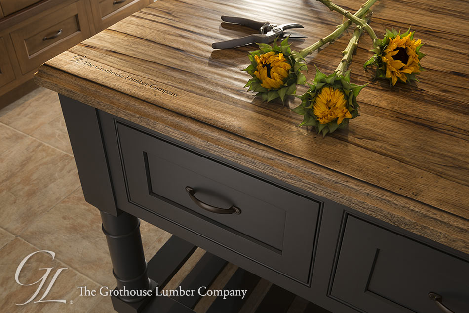 Saxon Wood™ Counter with Standard Roman Ogee Edge