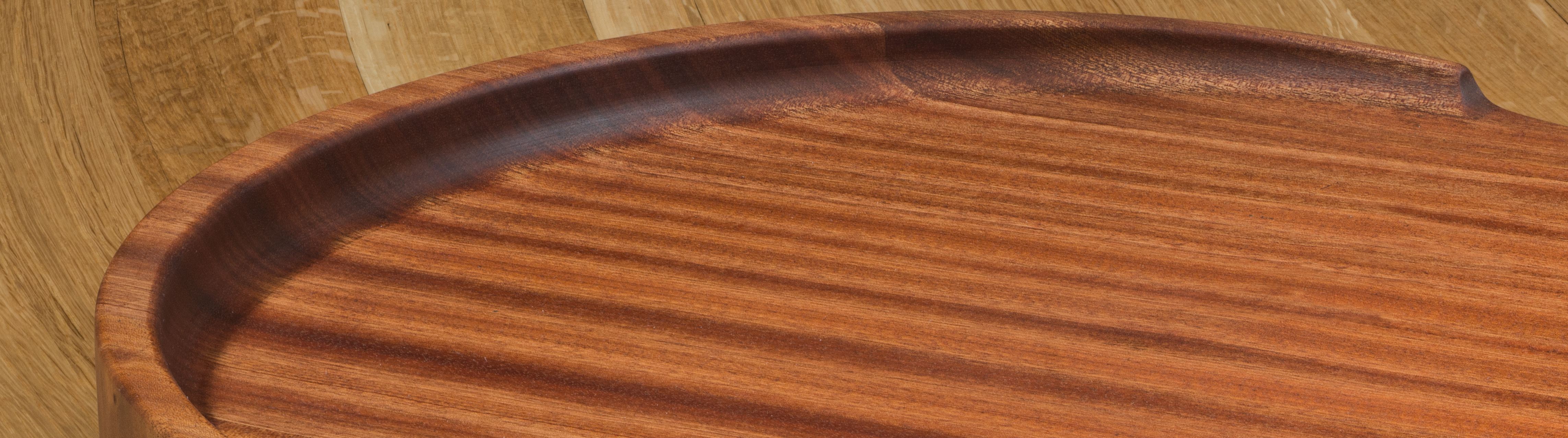 Trencher Cutting Board with Ascending Wall
