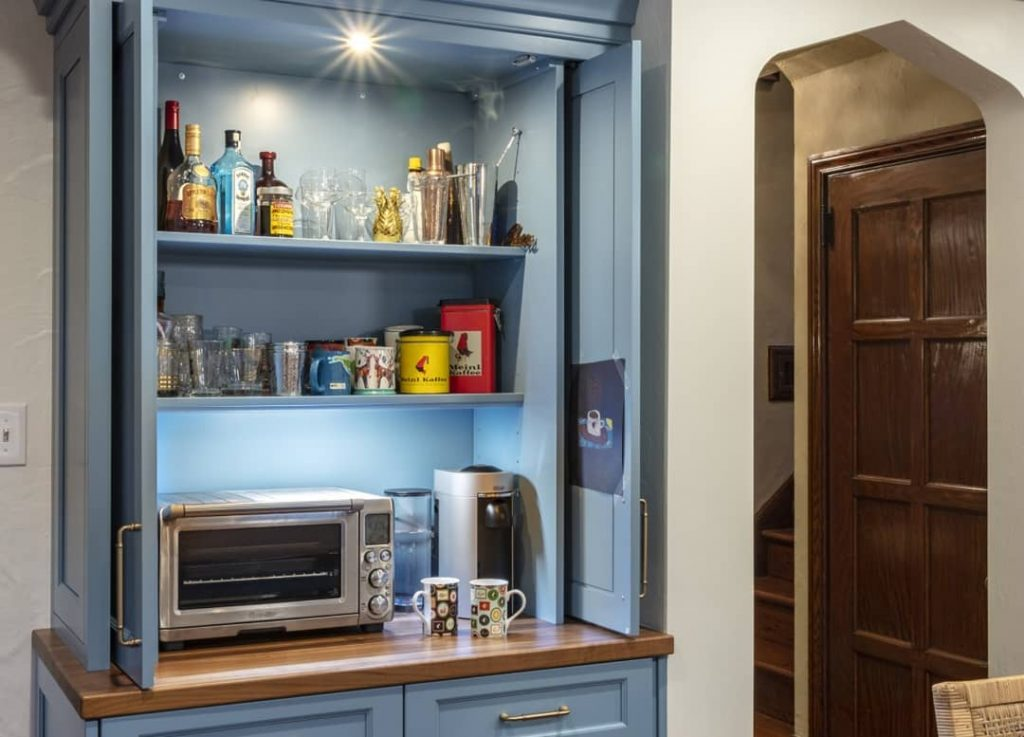 Matching counter for pantry nook area of the kitchen