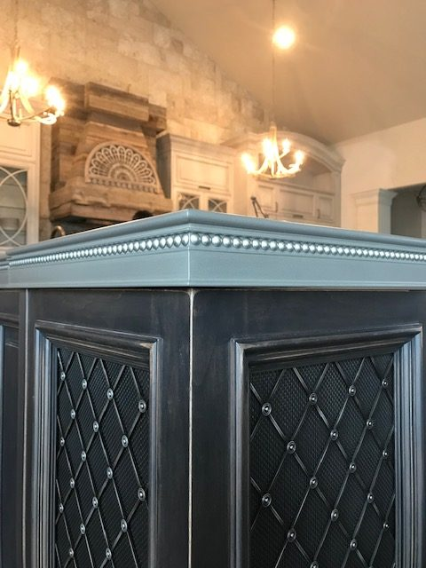 Nail Heads Detailing on Anvil Metal Finished Bar Top Edges